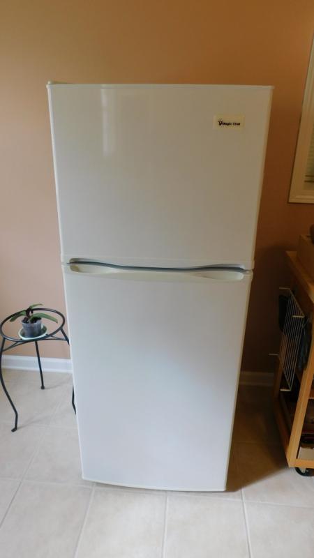 Magic Chef Apartment Size Refrigerator/Freezer 25\