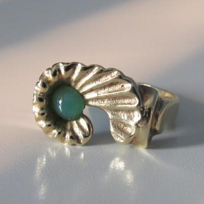 Jade bead and 18K Gold Ring | Size 7