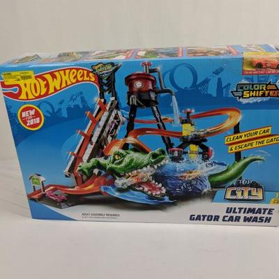Hot Wheels Ultimate Gator Car Wash Color Shifters Car Included