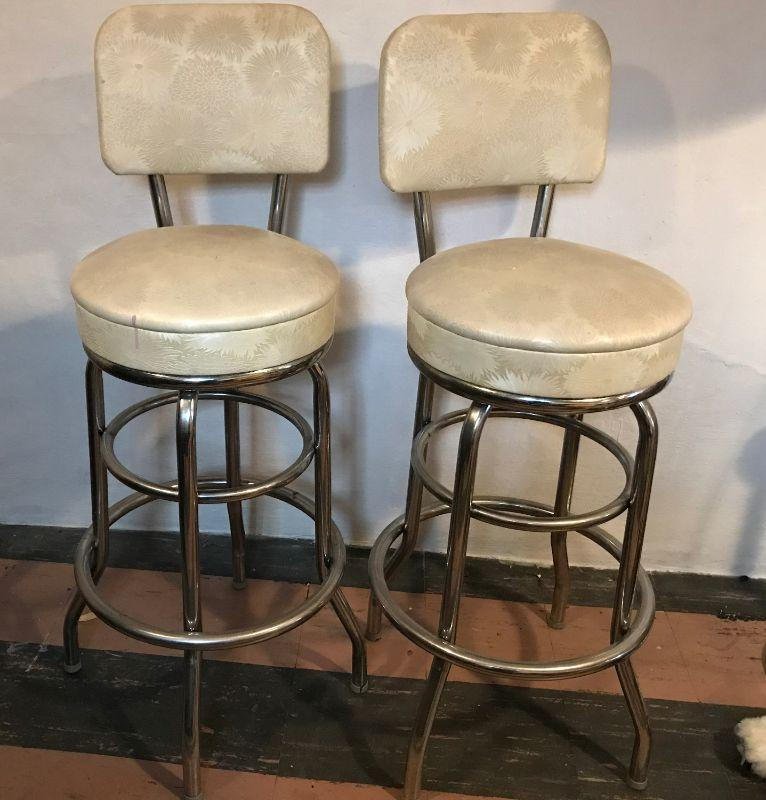 These Krometal swivel bar stool features upholstered box seat and back with strong and durable welded 2-back posts and steel frame base with footrest. Krometal mfg. was located on the same street as or auction company. All items SOLD AS IS, AS SHOWN and subject to reserve bid. Unsold and Unpaid items will be relisted. Items can be picked up on Wednesday June 5th between 5-7 PM. We can ship small items. For items we do not ship, Buyer can use commercial shipper (UPS, Fedex, etc) Pack and Ship services and we will work with them.