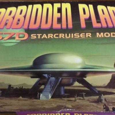 Forbidden Planet C-57D Starcruiser model kit