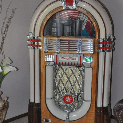 1946 Wurlitzer Jukebox Model 1015