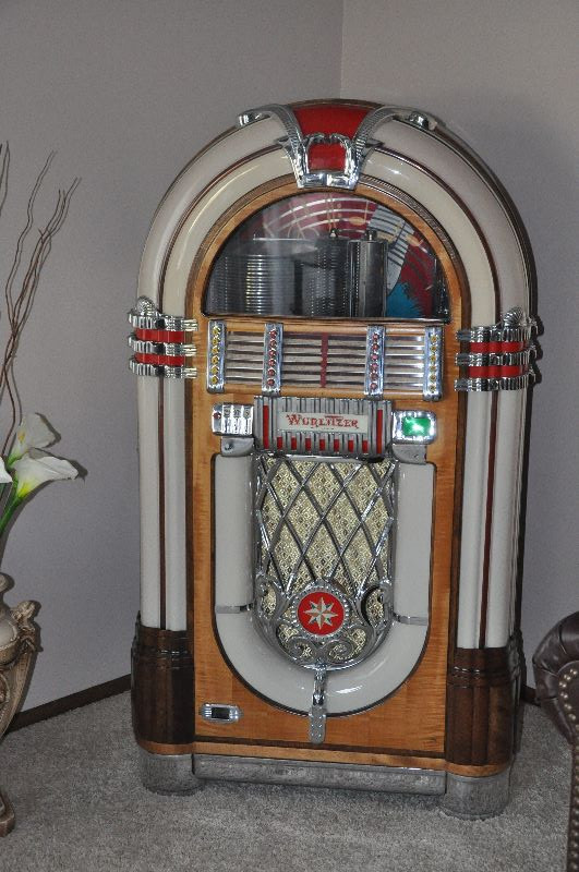 1946 Wurlitzer Jukebox Model 1015 | EstateSales org