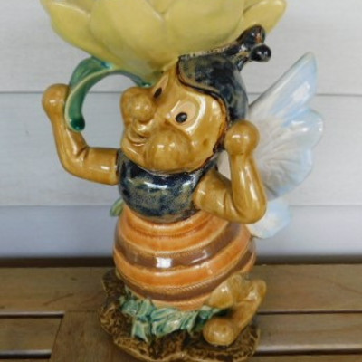 Large Pottery Ceramic Bumble Bee Stand 11