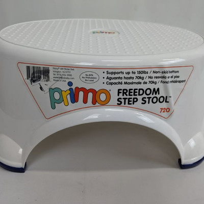 White Primo Freedom Step Stool, Supports up to 150 lbs, Non Skid Bottom - New