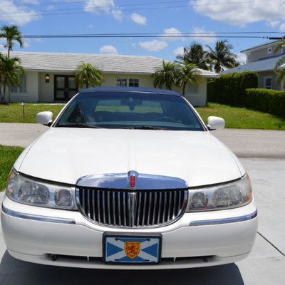 2000 Lincoln Town Car with only 87,000 Miles $4000