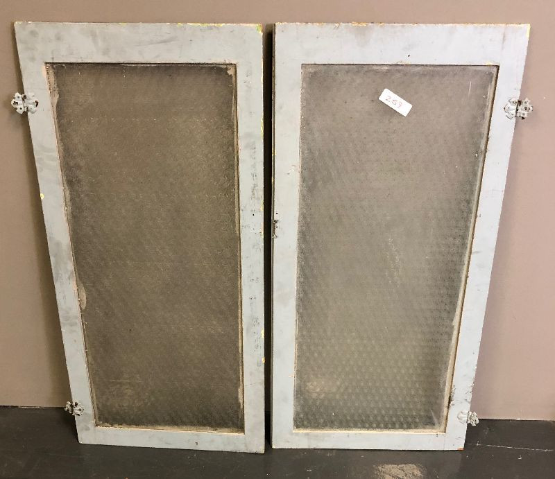 Lot 259 2 Panels Of Antique Cabinet Doors With Obscured Rare Patterned Glass Estatesalesorg