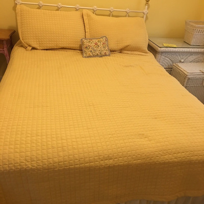 Lot 1 - Queen Sized Bedding