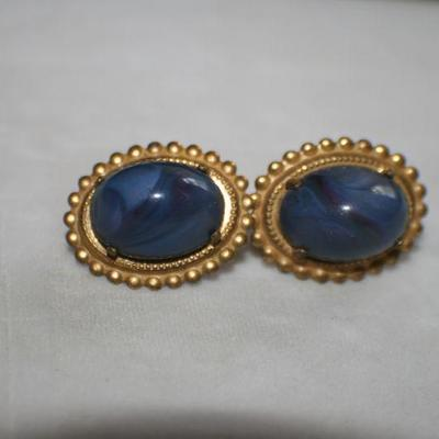 Vintage Goldtone Oval Screw Back Earrings with Blue Stone