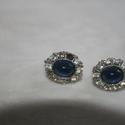 Vintage Silvertone Oval Rhinestone Clip On Earrings with Blue Stone