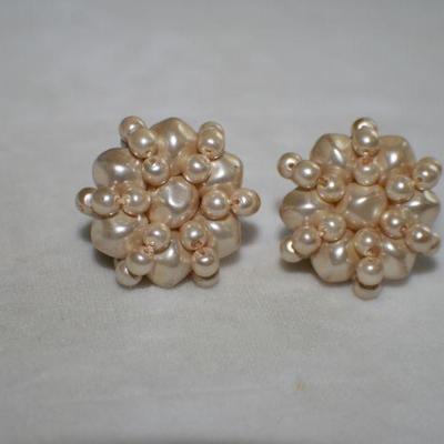 Vintage Goldtone Faux Peal Clip On Earrings