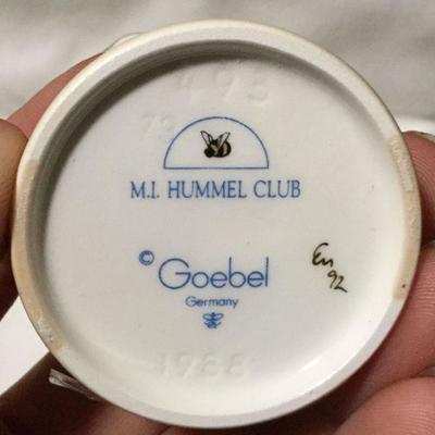 HUMMEL GOEBEL FIGURINE 493 TMK 7 Two Hands, One Treat G539 AP