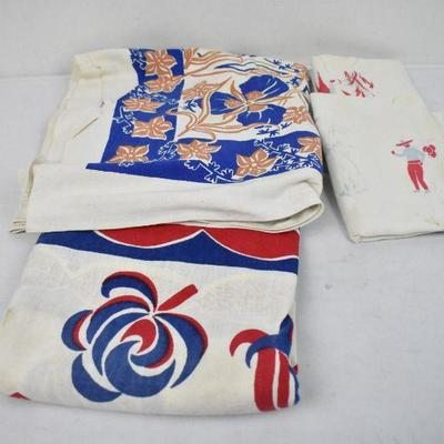 2 VIntage Blue/Red Design on White Tablecloths & 2 Linens - Needs Cleaning