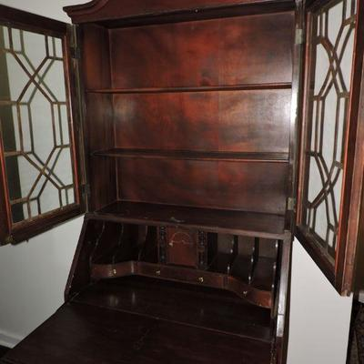 Jasper Cabinet Traditional Chippendale Style 32