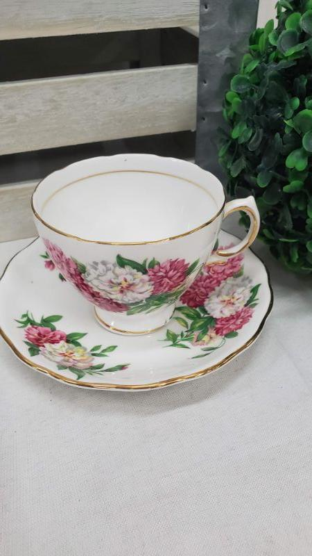 Vintage Royal Vale Bone China Teacup & Saucer - Pattern 7109