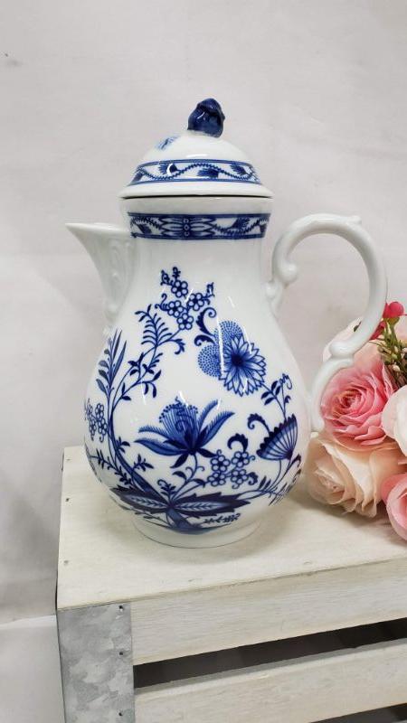 "Winterling Bavaria Blue Onion Large Coffee Pot & Lid, 7 1/2"", Blue & White"
