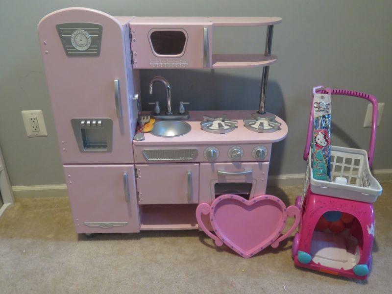 KidKraft Kitchen Set | EstateSales.org