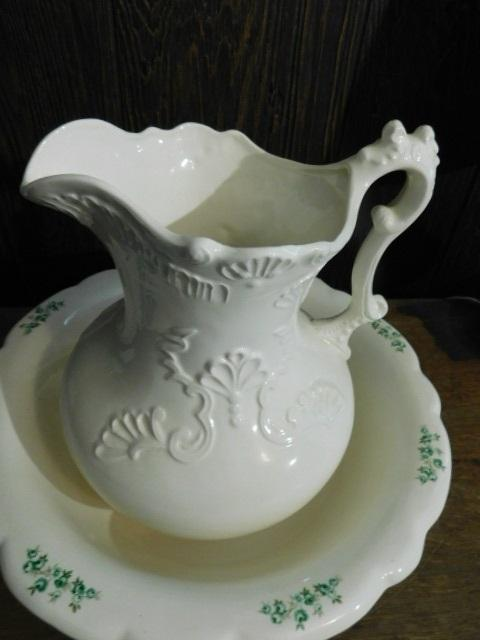 Ceramic Water Pitcher and Basin Set  very clean
