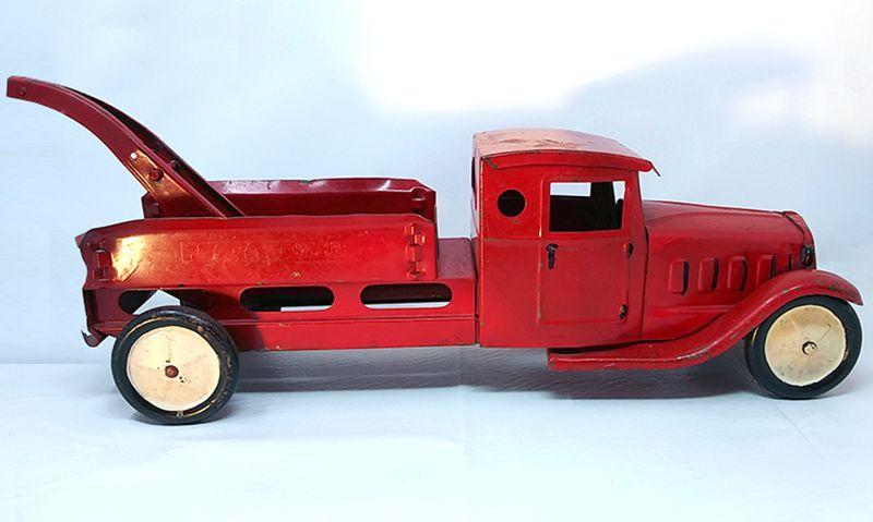 Red tow Truck,