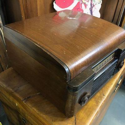 Lot#004 RCA Victor Phonograph Radio Model 65U