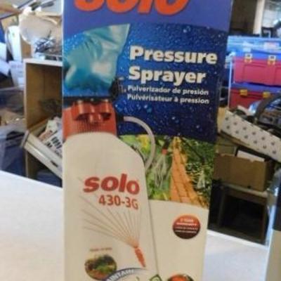 Solo Hand Held 3 Gallon Pressure Sprayer