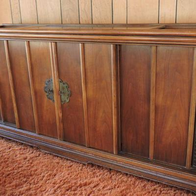 Console Stereo With Record Player