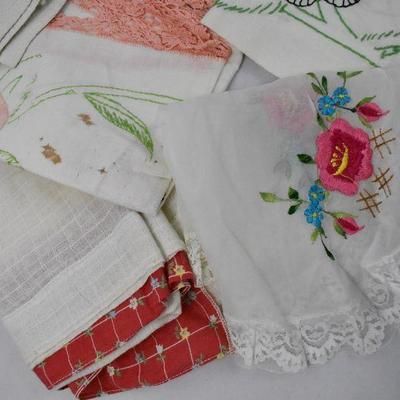 12 Piece Vintage Kitchen Linens: Washcloths and More