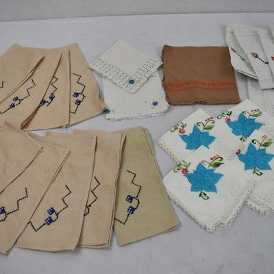 23 Piece Vintage Kitchen Linens: Mostly Embroidered or Cross Stitched Napkins