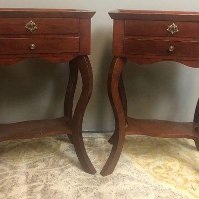 Lot# 2 Pair of Mahogany Night Stands End Tables