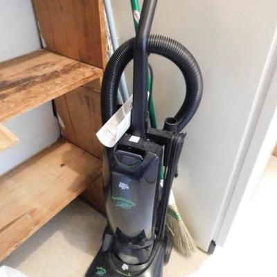 Dirt Devil Featherlite Upright 12 Amp Vacuum Cleaner