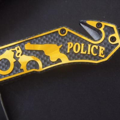 Lock back pocket knives