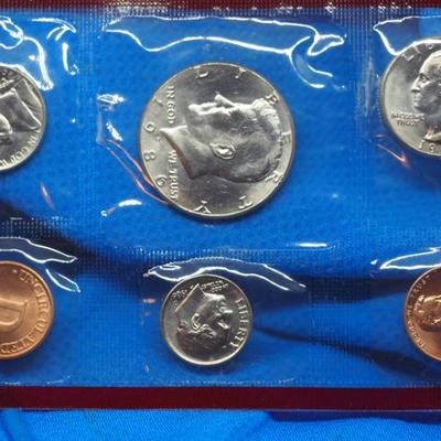 1986 Uncirculated Coin set two sets D and P Mint 4