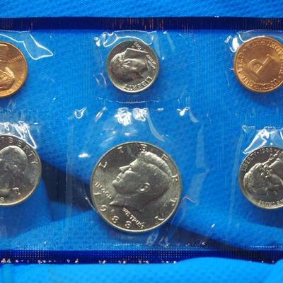 2  1988 Uncirculated Coin sets 5