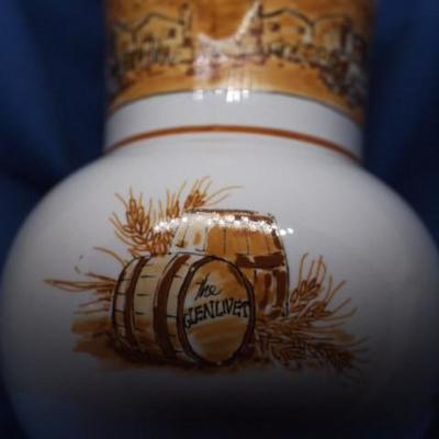 The GLENIVET sCOTCH WHISKEY DECANTER     217