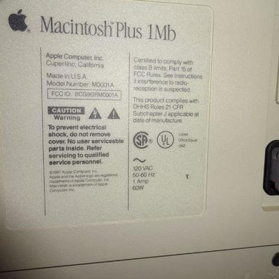 Lot 5. Macintosh computer