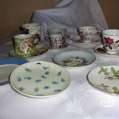 lot 6. Set of 6 cup and saucers plus 4 saucers