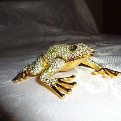 Lot 7. Rhinestone frog ring holder