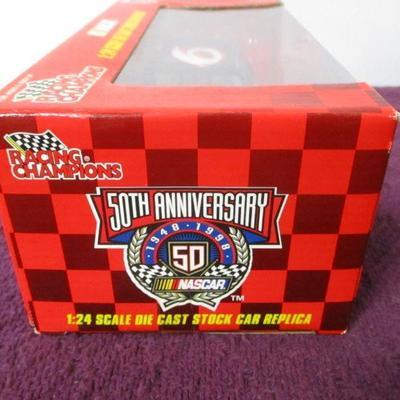 Lot 1 - 1998 Racing Champions 1:24 NASCAR Mark Martin