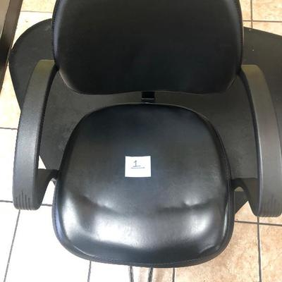 ADJUSTABLE STYLING CHAIR