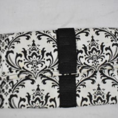 4 pc: 2 Purses (Black & Red/Black) 1 B&W Wallet, 1 black pouch