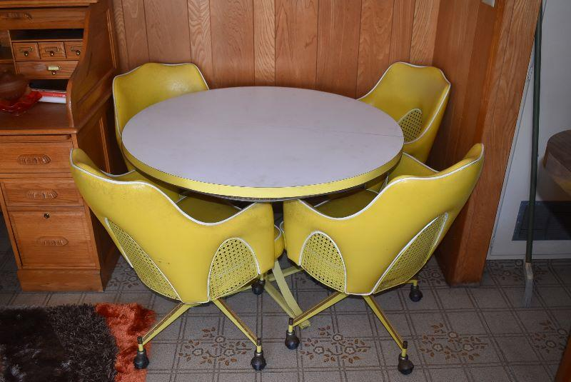 Lot 700 Vintage Retro Yello Kitchen Table White Formica Top Rolling Chairs Estatesales Org