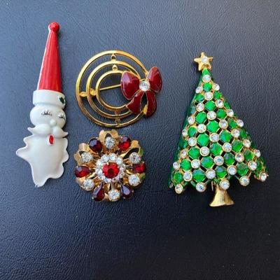 Fun Lot of Vintage Christmas Gold Tone Brooches Pins