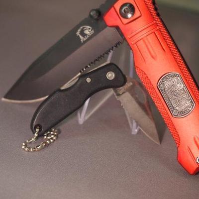 2 Pocket knives  19
