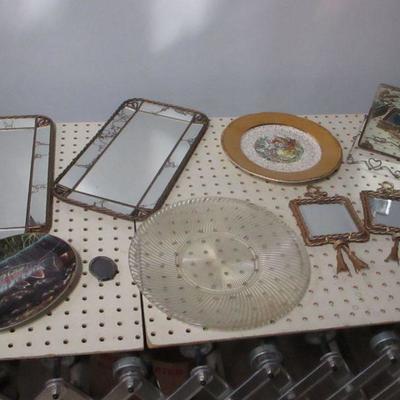 Lot 10 - Decorative Home Decor Items
