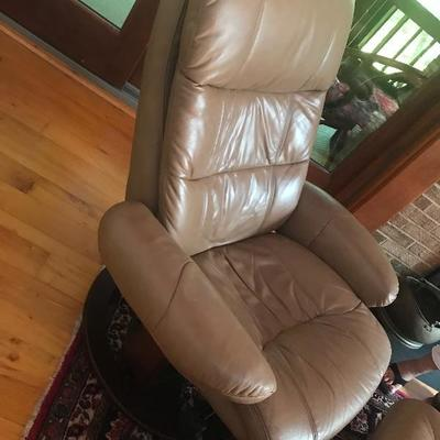 104: Lane Reclining Leather Chair and Ottoman