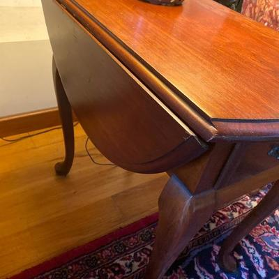 114: Vintage Cherry Queen Anne Style  Drop Leaf Table