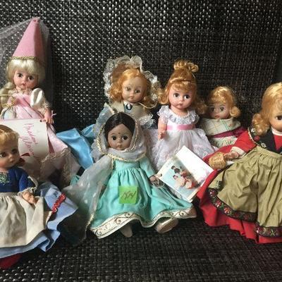 K14: Lot of Madame Alexander dolls
