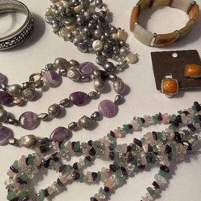 RB10: Lot of Costume Jewely