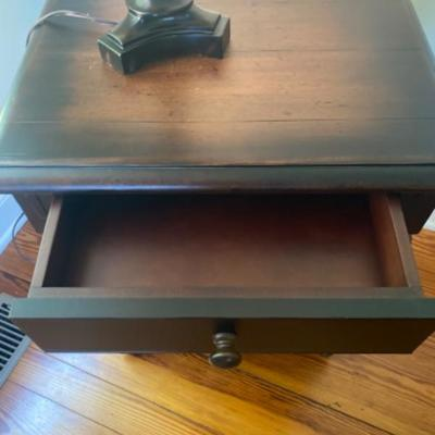 156: Pottery Barn Single Drawer End Table with Lamp