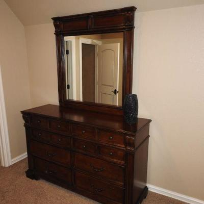 Queen bedroom set #2 **PRICE REDUCED**